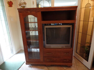 NICE SOLID WOOD TV STEREO UNIT WITH TV