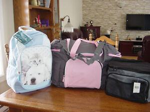 NEUF 1 sac à dos,1 sac à bandoulière  ,1 sac à lunch
