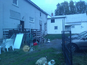 LOOK NEW PRICE!!! Handyman special, house with apartments Cornwall Ontario image 6