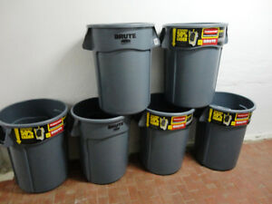 6 Brand New Rubbermaid Brute Industrial Grade Garbage Can 44Gal.