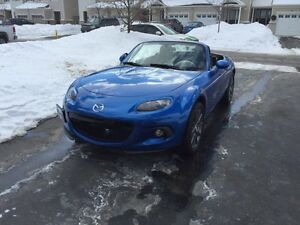 2006 Mazda NC1 MX-5 Miata GT Coupe Winning Blue