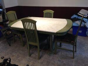 Set / mobilier de cuisine 6 chaises avec vaisselier/buffet négo West Island Greater Montréal image 1