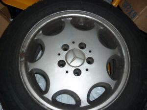 4 Mags pour Mercedes avec Pneux d'hivers Pirelli 195-65-15