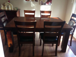 Beautiful Acacia Wood Dining Set