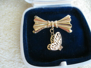 DELICATE OLD VINTAGE GOLD-TONE BUTTERFLY BROOCH from the '60's
