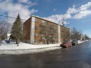 4 1/2 , 2 chambres a coucher, LONGUEUIL. Parking