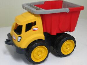 camion benne little tikes ,flambant neuf