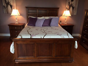 Beautiful 5 Piece Bedroom Suite - Like New