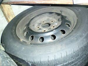 4 pneus d,ete 205 65 15 sur jantes   toyota