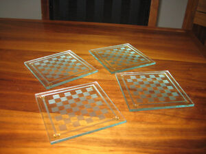 COASTER SET, GLASS mini chess tables. With rubber feet