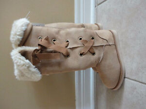 Old Navy women's tan faux suede winter boots Size 6 New with tag London Ontario image 1