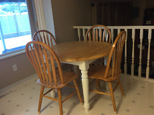 solid pine table and 5 chairs with leaf