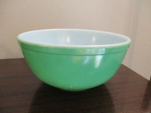 Pyrex Green #403 Mixing Bowl Kitchener / Waterloo Kitchener Area image 1