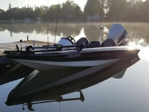 1995 Sprint Bass Boat with 1998 Johnson 130HP