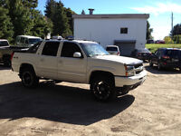 2005 Chevrolet Avalanche LT Lifted, Levelled and Luxurious
