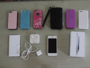 ** iPHONE 5 - 32GB - WHITE + 6 CASES - ROGERS - TRY AN OFFER! **