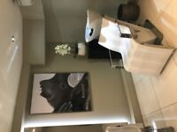 Beauty/Retail and/or Hairdressing Chair to Rent in Kensington