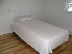 Mobilier de chambre à coucher pour enfant ! Faites votre offre !