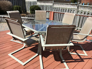 Excellent condition solid hexagon table, 6 chairs and 2 loungers