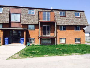 2 Bedroom apartment in Belleville $820+ Hydro. Available Dec 1st