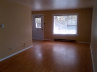 2 Bedroom availabel Immediately, move in free in Oct.