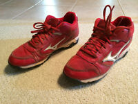 Mizuno Red Baseball Shoes - Size 7.5
