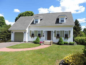 Executive Cape Cod on one of the nicest streets in Amherst!!