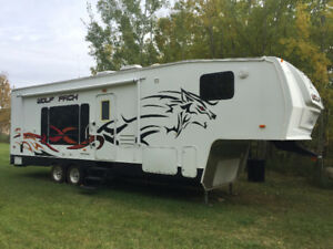 CHEROKEE WOLFPACK 295WP FIFTH WHEEL TOY HAULER