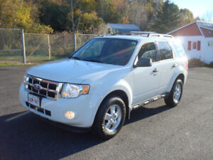 2009 Ford Escape XLT - 2.5L 4cyl All Wheel Drive!!