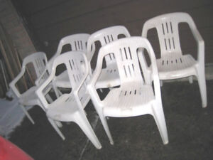 Set of used 6 white Heavy duty Plastic patio Chairs, stacking