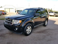 *2011 FORD ESCAPE 44, LEATHER & SUNROOF, 6 MONTH WARRANTY INC **