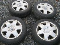 A vendre 4 mags avec pneus d hiver 205-55-16, bolt patern 5x100