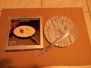 Brand new in box marble cheese platter with knife London Ontario image 1