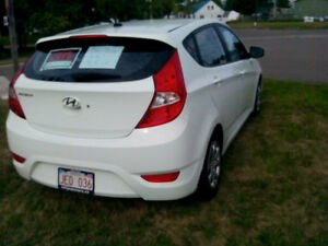 2013 Hyundai Accent White Hatchback