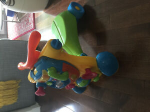 Bruin ride-on / walker (2 in 1) in perfect condition