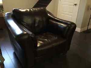 Divan de cuir 3 places avec une chaise et un ottoman (pouf) Gatineau Ottawa / Gatineau Area image 2