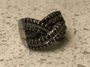 * ~ As new ~ white/black diamond ring ~ *