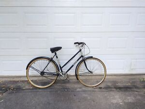 Vintage Raleigh woman's bike