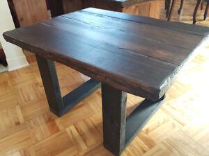 TABLES DE SALON DE STYLE RUSTIQUE EN BOIS DE GRANGE : 85$ CHACUN