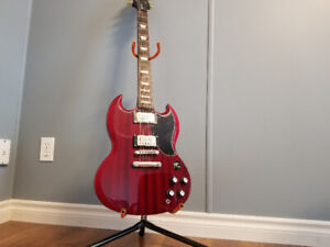 Episode electric guitar. Like new