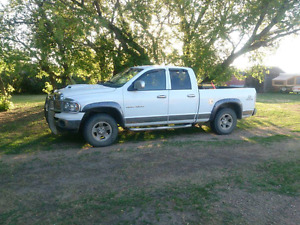 Dodge ram 1500  4x4 + street bike