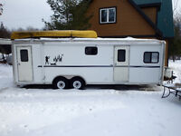 2004 26' WORK & PLAY TOY HAULER IN VERY GOOD CONDITION
