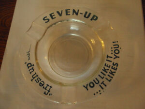 VINTAGE 7-UP GLASS ASH TRAY 1950'S
