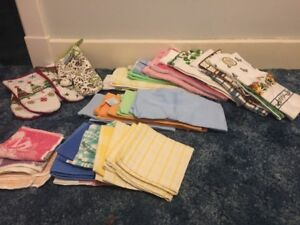 BRAND NEW - Oven mitts. faceclothes. dish clothes, cup towels &
