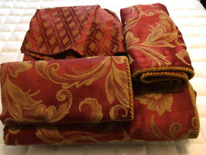 Queen Size Comforter, Skirt & Two Pillow cases