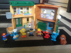 Sesame Street Hooper's Store with 9 Characters