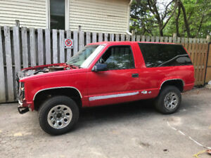1995 Chevy Tahoe (make an offer, need it out of the driveway)