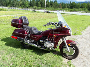 Moto Goldwing  1200cc 1986 1000$ négociable
