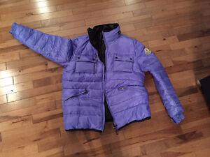 Manteau Moncler Taille M porté un hiver valeur 1058$ comme neuf