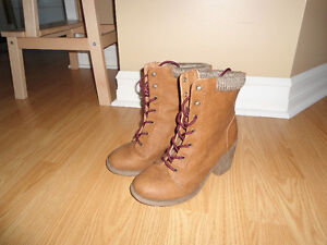 Like New Women's 7.5 Chunky Heel Ankle Boots, Lace UP